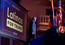 El presidente Donald Trump llega a un evento de Latinos for Trump Coalition en el Arizona Grand Resort & Spa, en Phoenix, Arizona, el 14 de septiembre de 2020. (AP Foto/Andrew Harnik, File)